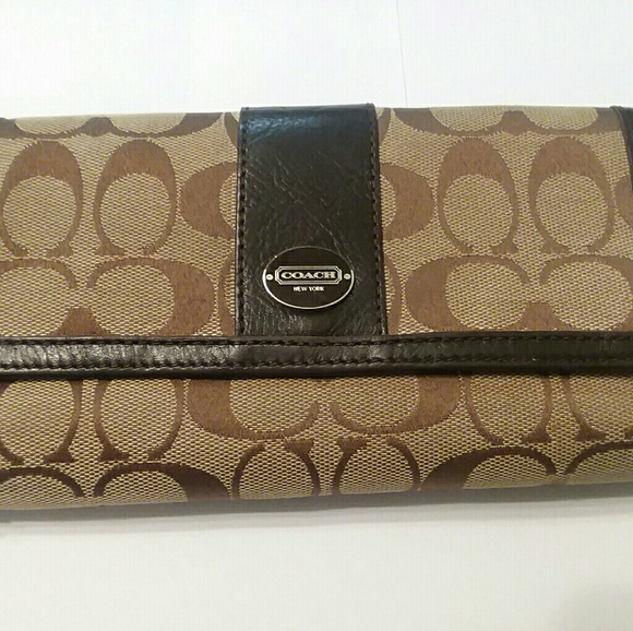 Coach Handbags - Coach classic brown pattern wallet